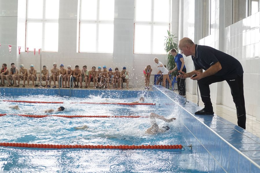Пловцы ЧМК стали первыми всоревнованиях поплаванию